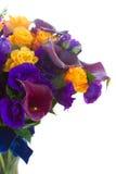 Calla lilly och eustomablommor Arkivbilder