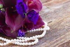 Calla lilly och eustomablommor Royaltyfri Foto