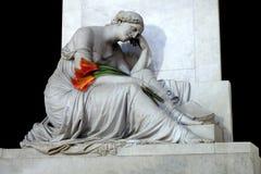 Callaliljor och att marmorera skulptur royaltyfri bild