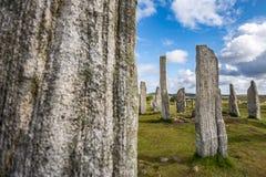 Callanish bevindende stenen, met één vage steen in de voorgrond Royalty-vrije Stock Foto's