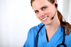callcenter żeński medyczny operatora ja target1992_0_ Zdjęcia Royalty Free