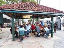 Calle的Ocho多米诺公园在一点哈瓦那,迈阿密,佛罗里达 免版税库存照片