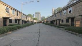 Calle abandonada en el verde de Cabrini, Chicago almacen de video