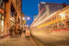 Calle amplia Birmingham en la oscuridad Imagenes de archivo