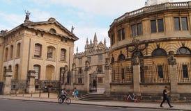 Calle amplia en Oxford, Gran Bretaña imágenes de archivo libres de regalías