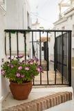 Calle andaluz tradicional Imagen de archivo libre de regalías