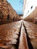 Calle antigua del adoquín en Cusco Fotos de archivo libres de regalías