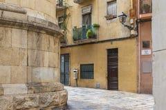 Calle antigua en el centro histórico, Tarragona fotos de archivo