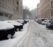 Calle bajo nieve Imagenes de archivo