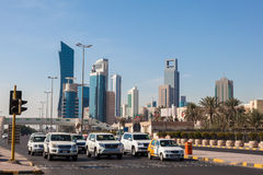 Calle céntrica en la ciudad de Kuwait Fotos de archivo libres de regalías