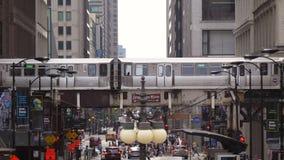 Calle céntrica ocupada de Chicago almacen de metraje de vídeo