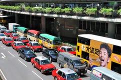 Calle céntrica y tráfico de Hong-Kong Imagenes de archivo