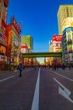 Calle c?ntrica en la ciudad el?ctrica en el tiro ancho diurno de Akihabara Tokio fotos de archivo