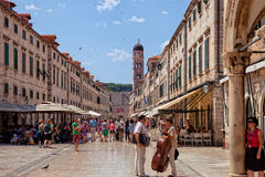 Calle central de la ciudad vieja de Dubrovnik, Croacia Fotografía de archivo libre de regalías
