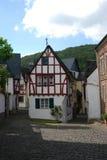 Calle cobbled histórica vieja y casas woodframed en el germen de Ediger foto de archivo libre de regalías