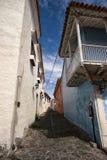 Calle colonial estrecha en Honda Colombia fotos de archivo