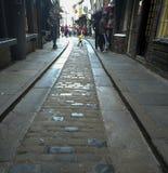 Calle comercial antigua en York, Reino Unido Foto de archivo libre de regalías