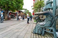 Calle comercial en la ciudad vieja, Fuzhou, China fotos de archivo