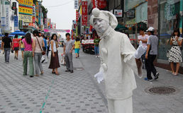 Calle con el payaso en Dajeon Corea Foto de archivo libre de regalías