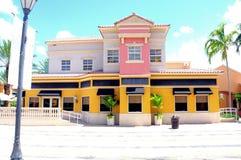 Calle con el restaurante colorido en FL del sur Imágenes de archivo libres de regalías