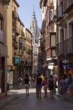 Calle con la catedral en el botttom, Toledo, España fotos de archivo libres de regalías