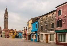 Calle con las casas coloridas en Burano Imágenes de archivo libres de regalías
