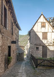 Calle con las casas medievales Imagen de archivo libre de regalías