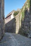 Calle con las casas medievales Imágenes de archivo libres de regalías
