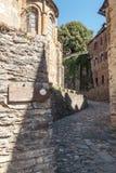 Calle con las casas medievales Fotos de archivo