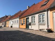 Calle con las casas viejas, Dinamarca fotos de archivo libres de regalías