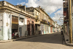 Calle con las construcciones de viviendas coloreadas pastel Hanana Imagen de archivo