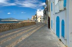 Calle de Alghero, Italia Imagen de archivo libre de regalías