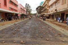 Calle de Arusha cubierta en rocas Imágenes de archivo libres de regalías