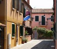 Calle de Burano Imagen de archivo libre de regalías