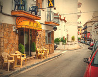 Calle de Carrer Giverola en Tossa de Mar Foto de archivo