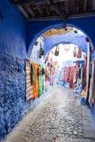 Calle de Chefchaouen, Marruecos Fotos de archivo libres de regalías