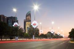 Calle de Corniche en la ciudad de Abu Dhabi Imagenes de archivo