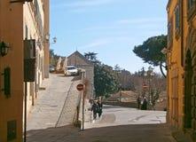 Calle de Cortona, una ciudad toscana antigua en Italia Imagen de archivo