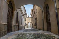Calle de Encarnación en la ciudad vieja medieval de Plasencia, Caceres, S Imagenes de archivo