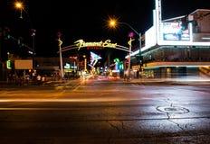 Calle de Fremont en la noche Imagenes de archivo