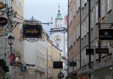 Calle de Getreidegasse en Salzburg Fotografía de archivo libre de regalías