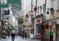 Calle de Getreidegasse en Salzburg Fotos de archivo libres de regalías