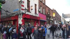 Calle de Grafton en Dublín almacen de video