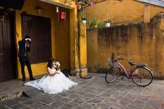 Calle de Hoian, casandose las fotos, Hoi An - Vietnam imágenes de archivo libres de regalías