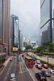 Calle de Hong Kong Downtown apretada con transporte Fotografía de archivo libre de regalías