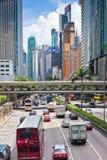 Calle de Hong Kong Downtown apretada con transporte Imagen de archivo