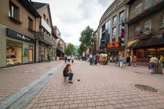 Calle de Krupowki en Zakopane, Polonia Imagen de archivo libre de regalías