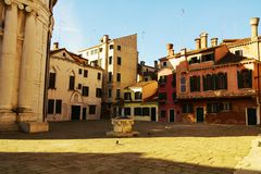 Calle de la马达莱纳半岛,威尼斯,意大利,欧洲,葡萄酒颜色 库存图片