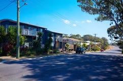 Calle de la ciudad de Australia de la playa de Valla con las casas residenciales Foto de archivo