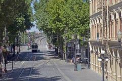 Calle de la ciudad con el tren del max Foto de archivo libre de regalías